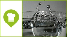vaso de agua destacado